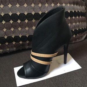 Shoes - Women's heels